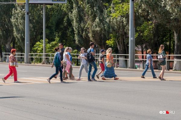 Самарцы, как и многие россияне, часто переносят болезнь на ногах