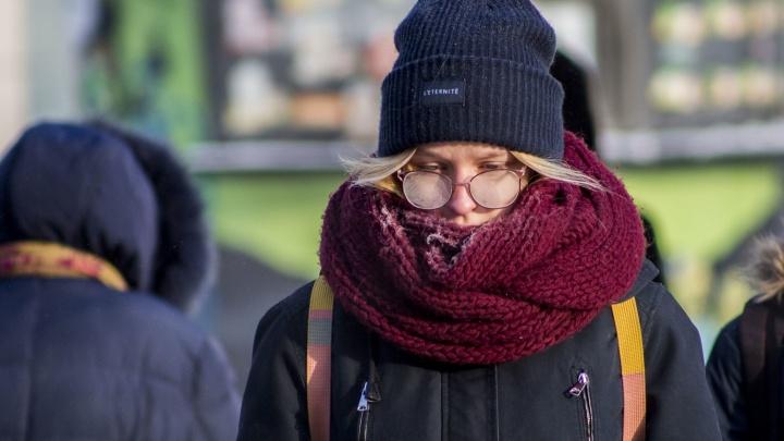 Онлайн-репортаж с улиц морозного Новосибирска: замёрзшие горожане, отчаянные экстремалы и узоры на окнах