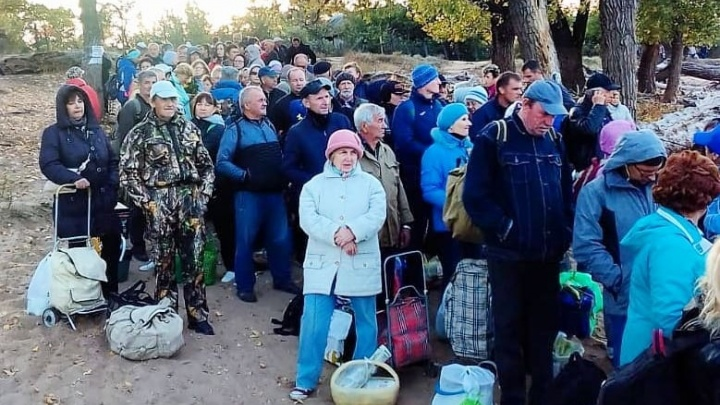 «Нас бросили на берегу»: сотни волгоградцев не дождались теплохода с острова Сарпинский