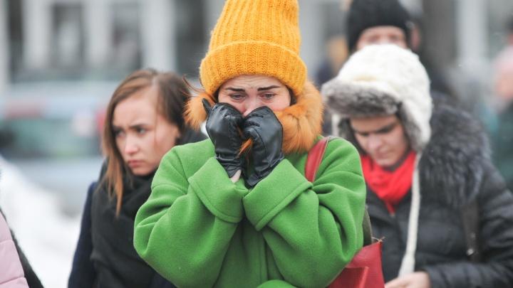 Люди плакали и молчали: сотни екатеринбуржцев почтили память погибших в страшном пожаре в Кемерово
