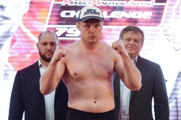 На счету россиянина Александра Шлеменко 56 побед и 12 поражений, почти в три раза больше, чем у его соперника
