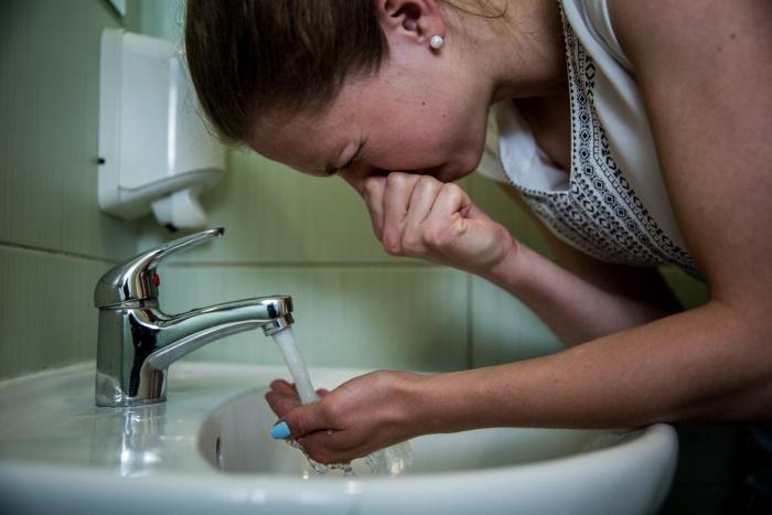 Вода у жительницы Кировского района уже полмесяца пахнет «рыбой и болотом»