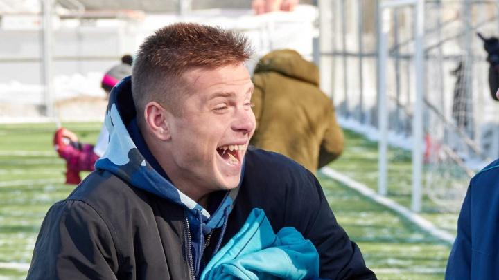Футболист ФК «Уфа» сходил к фанатке на педикюр, процедуру сняли на видео