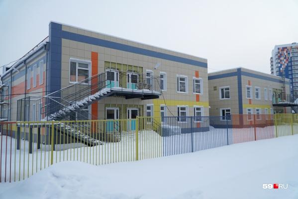 Снаружи детский сад выглядит почти готовым