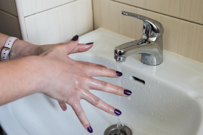 Жительница дома по ул. Петухова пожаловалась на полное отсутствие холодной воды в квартире