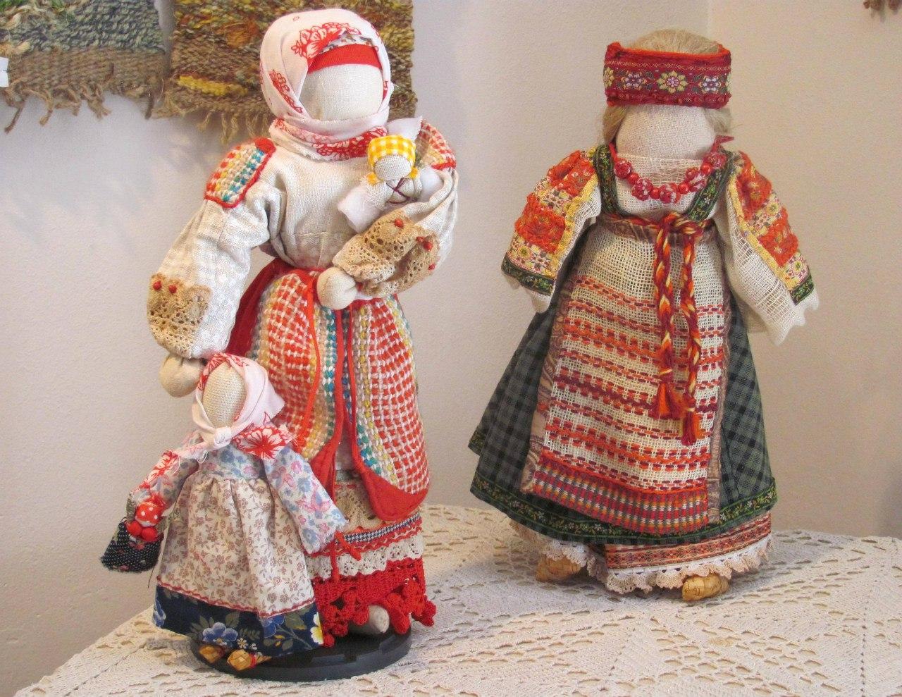 Мастерица готова поделиться секретами изготовления народных кукол с курганцами