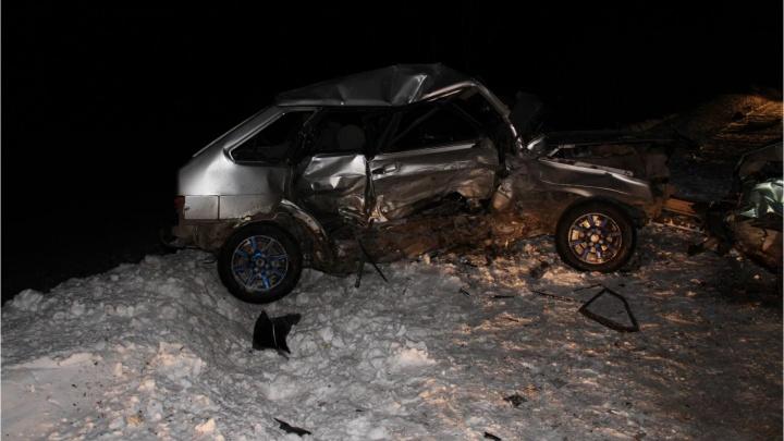 В Далматово водитель без прав вылетел на встречку и врезался в автомобиль ВАЗ