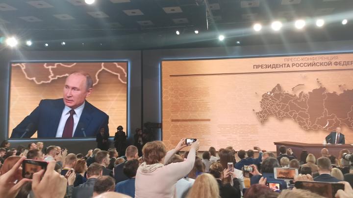 Путин и Песков не дали задать вопрос журналисту из Архангельска с плакатом про Шиес