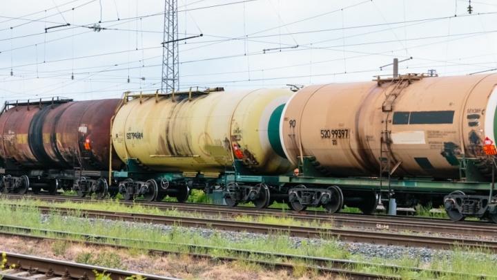 Раздробило ногу: в Самаре под грузовой поезд попал местный житель