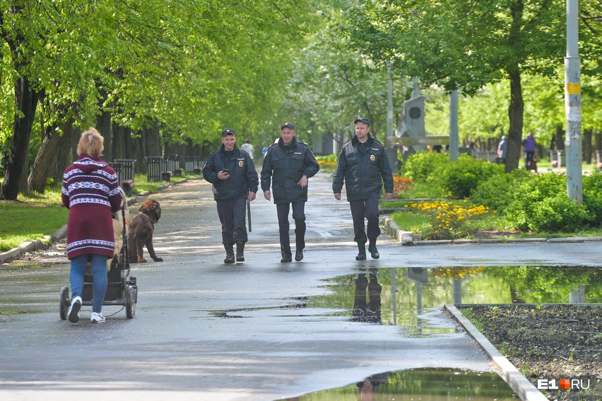 В городе дежурит много полиции