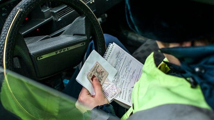 «Сниму в банкомате?»: инспектора ДПС, отпустившего пьяного челябинца на Mazda, осудили за взятку