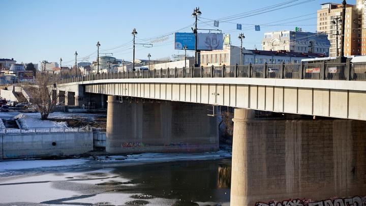 Комсомольский мост в Омске закроют в выходные
