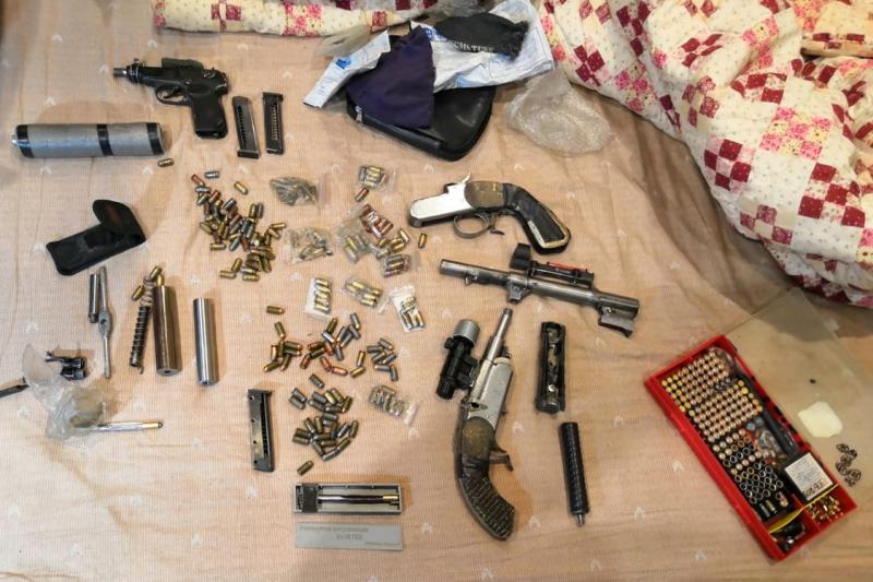 Часть найденного в мастерской оружия была переделана под стрельбу боевыми патронами