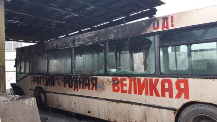 В Перми сожгли три автобуса маршрутов №6 и 54. До этого перевозчику угрожали