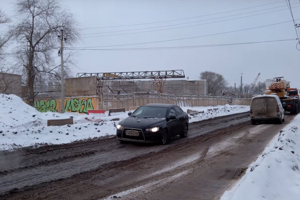 Заводское шоссе превратилось в одну большую стройплощадку