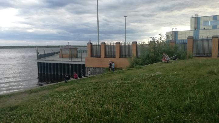 На набережной в районе МРВ нашли труп мужчины