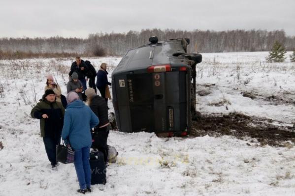 Помощь медиков потребовалась двум пассажирам рейсового микроавтобуса Челябинск — Сатка