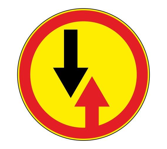 Временный знак 2.6: при его установке нужно уступать встречному потоку