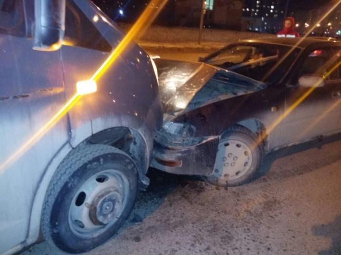 Авария случиласьнедалеко от остановки «Тюленина»
