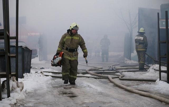 В Башкирии пожарные вывели из пожара 15 человек