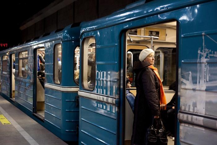 Поезд встал на «Студенческой»