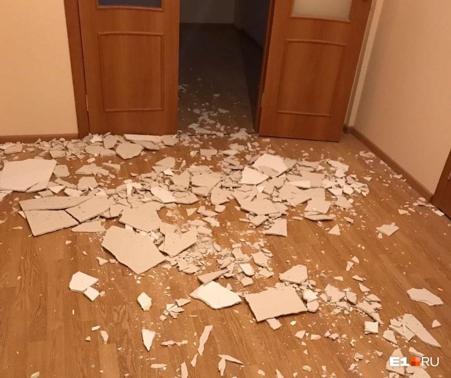 А в этой новой квартире штукатурка отпала через месяц после покупки. Отделку выполнял застройщик