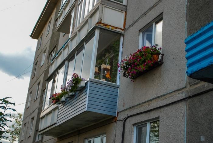 Вера Жарикова в результате тяжелой болезни была обездвижена, и сын Юрий решил украсить для нее балкон