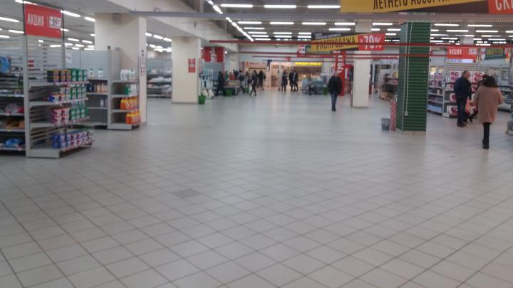 «Пустые залы и пылящиеся кассы»: смотрим, как ликвидируют в Волгограде «Карусель»