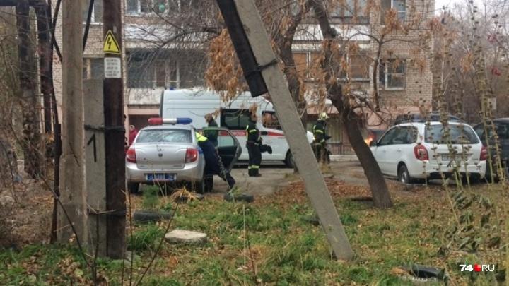В челябинском дворе водитель внедорожника переехал мужчину