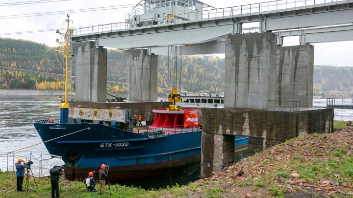 На ГЭС доставили гигантские колеса: как это было