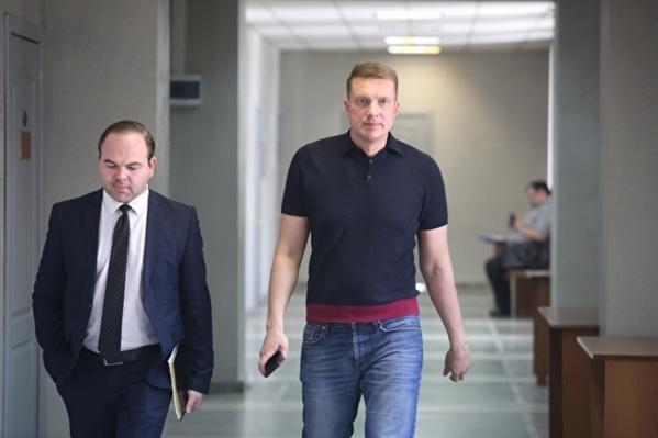 ДепутатуКагилеву (справа) предъявлено обвинение по статье «Приготовление к получению взятки в особо крупном размере»