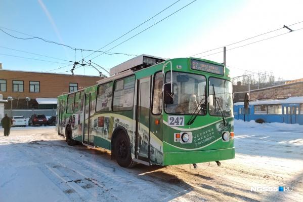 На бортах троллейбуса более 100 фотографий