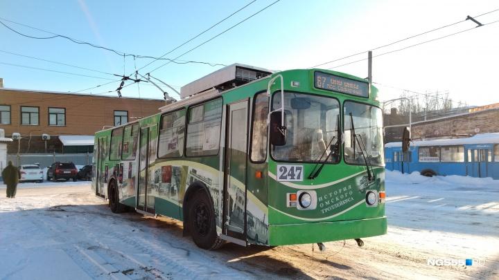 Поедет уже завтра: смотрим на готовый исторический троллейбус