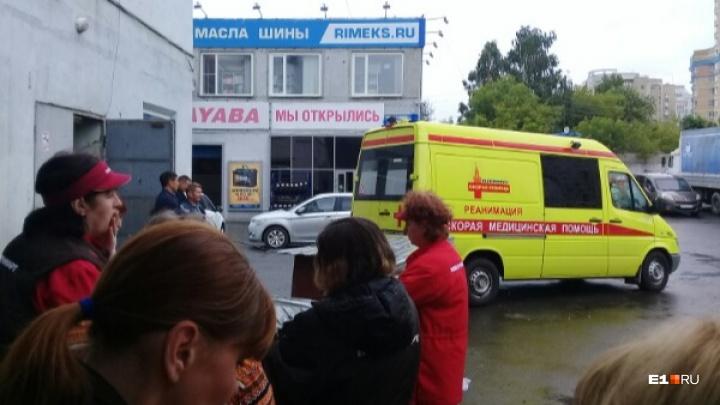 В районе Автовокзала мужчина ударил пожилого работника УК по лицу, тот погиб на месте