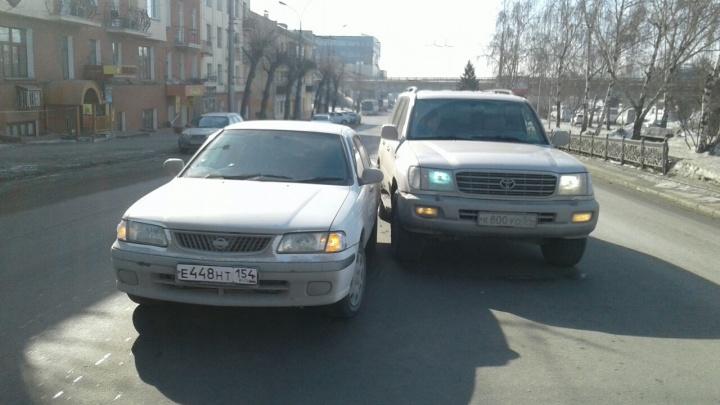 Водитель «Ниссана» попал в ДТП из-за переходившей дорогу женщины