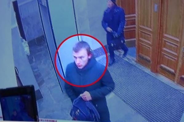 В здание ФСБ 17-летний молодой человек пронёс самодельную бомбу