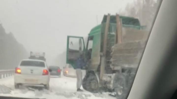 Четыре человека погибли при столкновении легковушки и МАЗа на трассе Екатеринбург— Курган