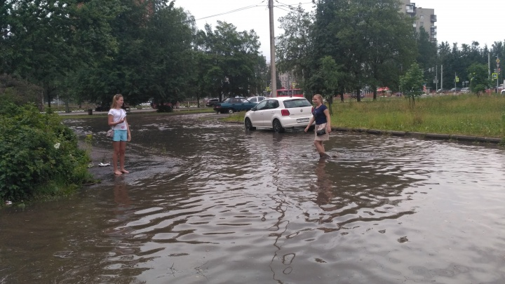 «Люди ходят по колено в воде»: Ярославль затопило после ливня