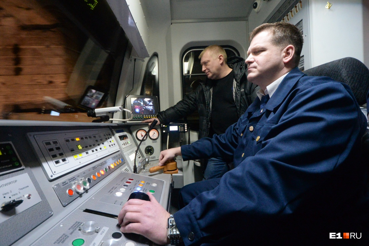 В кабине новой подземной электрички