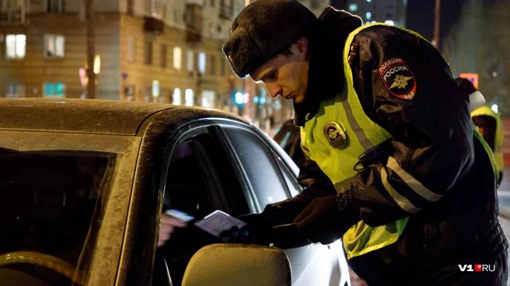 «Сбил трёх школьников и скрылся»: в Волгограде полиция ищет водителя синего Renault Logan