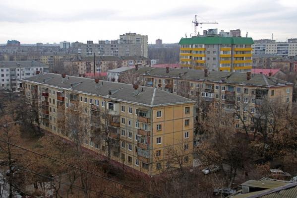 Один из путей решения — пойти по стопам Москвы и начать их снос