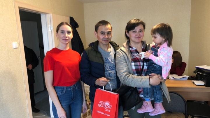 Новый собственник земли в Чурилово вручил отцу-одиночке ключи от квартиры