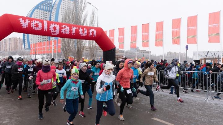«Уникальный забег никто не хочет развивать»: смотрим лучшие фото с марафона в память о Сталинграде