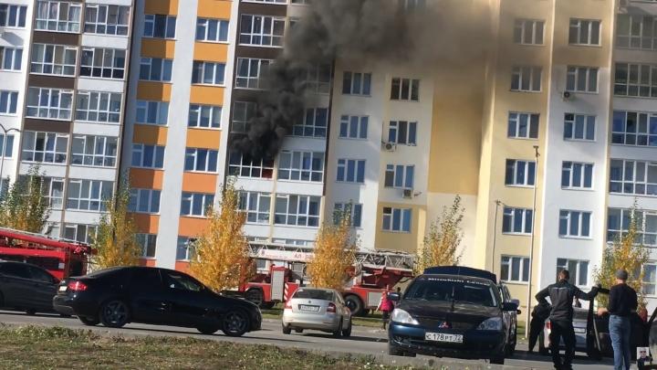 В Тюмени мужчина вытащил из горящей квартиры соседского ребенка