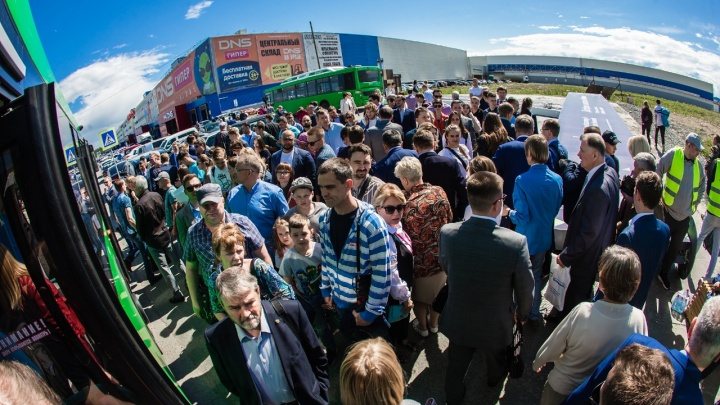 После жалоб гостей и участников «Иннопрома» организаторы решили увеличить количество автобусов