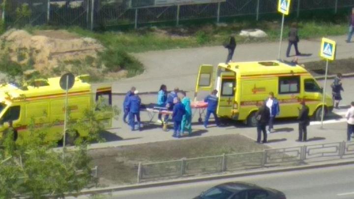 В Екатеринбурге водитель Toyota Land Cruiser поругался с медиками и сбил водителя скорой помощи