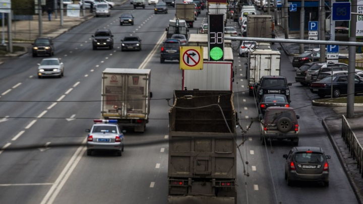 Долетишь до Толмачёво: власти запланировали ремонт дороги до аэропорта