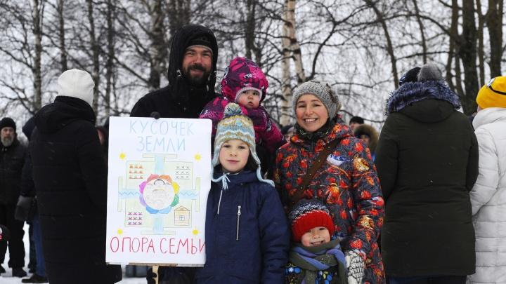 Борьба за свой «кусочек болота»: что волнует многодетные семьи из Северодвинска, которые митинговали
