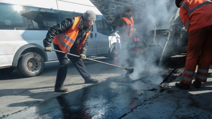 Движение на Свердловском тракте ограничили на 10 дней из-за укладки асфальта