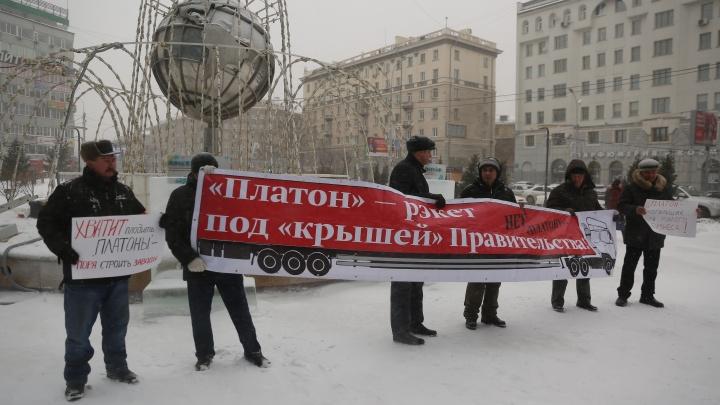 Дальнобойщики устроили в центре Новосибирска пикет против «Платона»